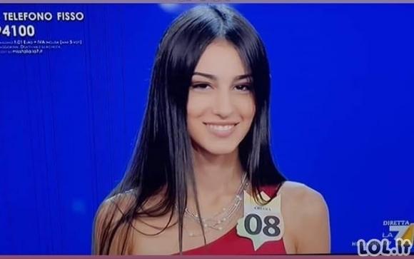 18-metė nukeliavo į Miss Italija finalą, tačiau kai ji pasirodė be suknelės, visa publika neteko žado