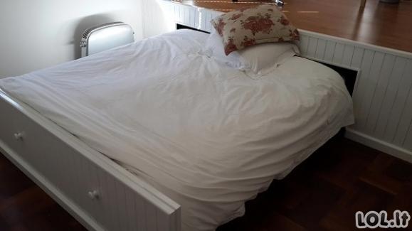Kambarys, kuriame tilpo tik lova, buvo protingai išnaudotas [GALERIJA]