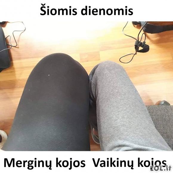 Merginų ir vaikinų kojos