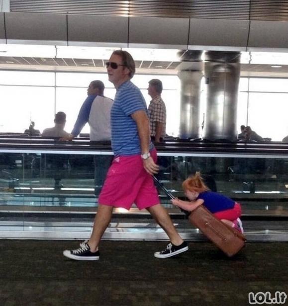 Linksmi nutikimai oro uoste [GALERIJA]