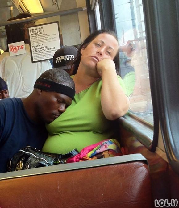 Žmonės, kurie sugebėjo užmigti pačiose nepatogiausiose ir keisčiausiose pozose