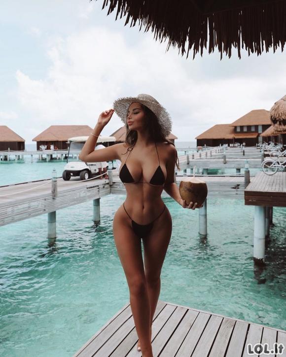 Ši mergina pavergė instagramą savo formomis