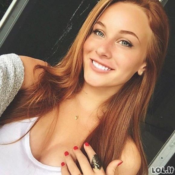 Merginos, pavergiančios savo šypsena