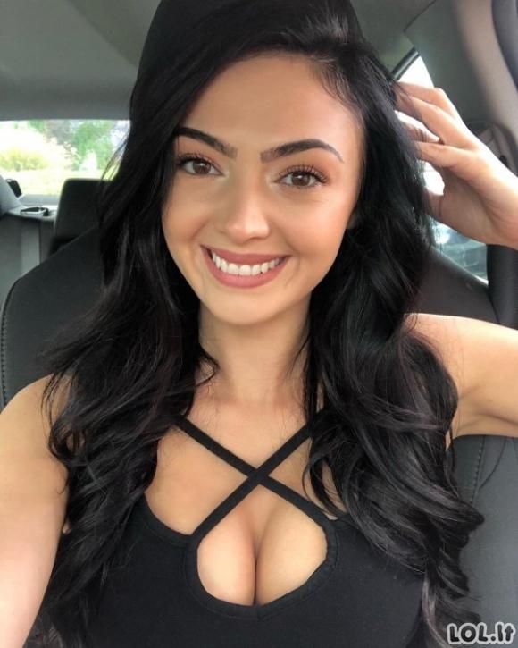 Šypsena - stipriausias merginų ginklas