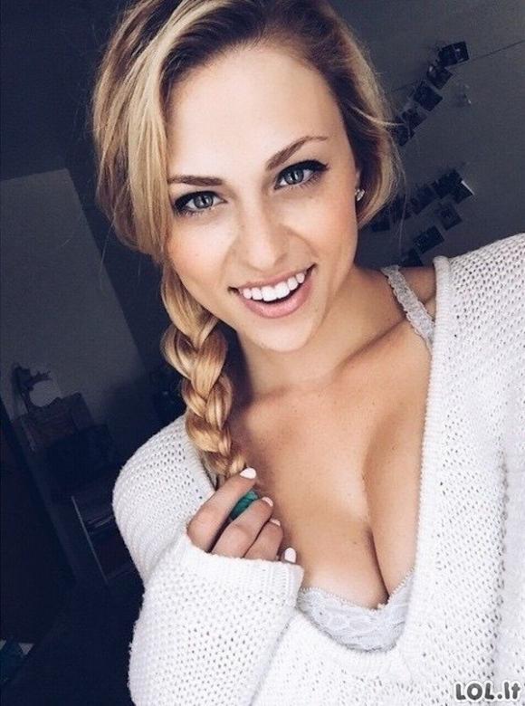 Merginos, turinčios tobulą šypseną