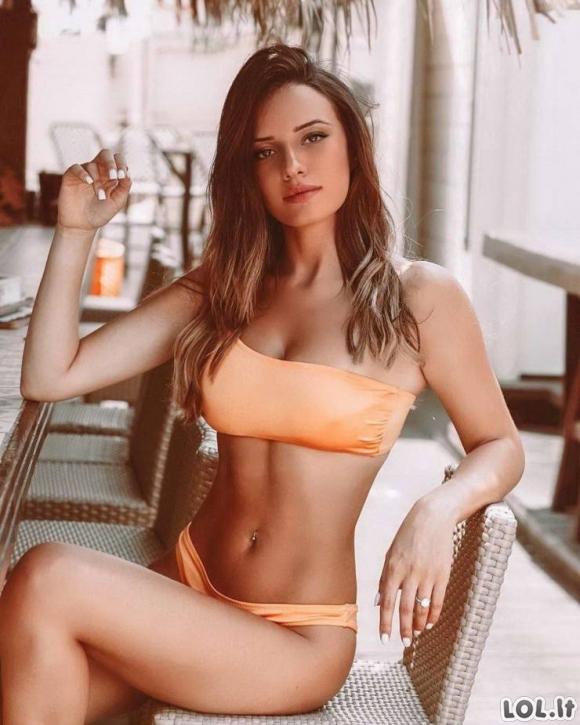 Karštos merginos bikiniuose [GALERIJA]