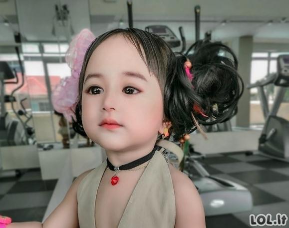 Niekas netikėjo, kad ši mergaitė tokia natūraliai graži, kol nepamatė jos mamos