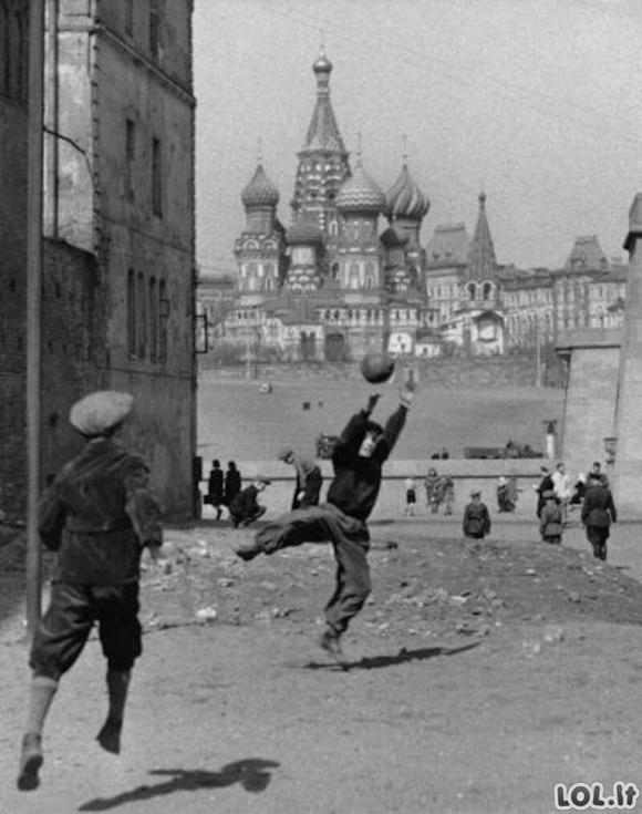 Istorinės nuotraukos, kurių dėka pažvelgsite į istoriją iš visai kitos pusės [GALERIJA]