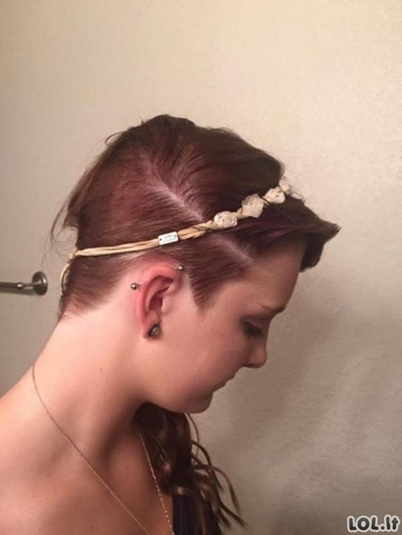 Žiaurus ir nevykęs pokštas: klasės draugai užpylė klijų ant merginos plaukų
