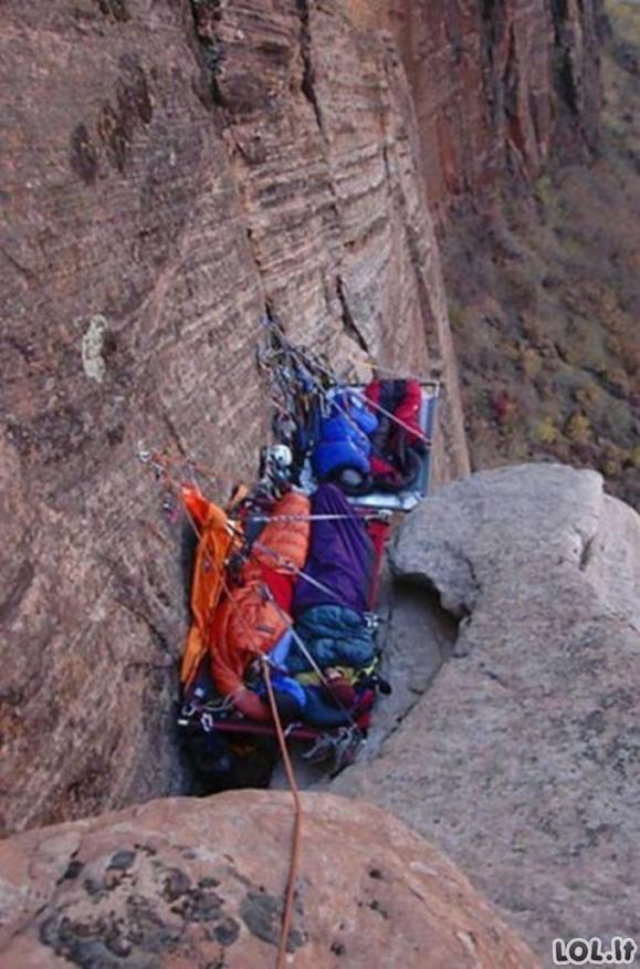 Žadą atimančios, adrenalino kupinos alpinistų nuotraukos [GALERIJA]