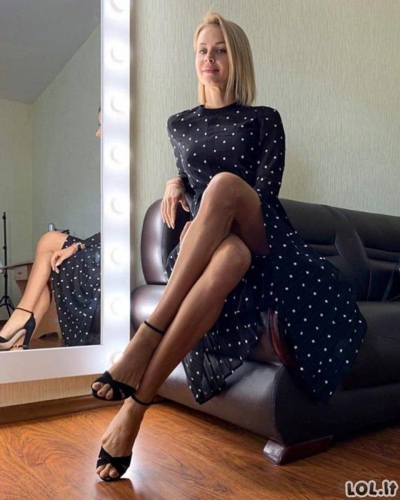 Karštos merginos ilgomis kojomis [merginų galerija]