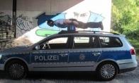 Apie policiją, laikrodį ir kiti