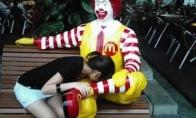 Ronaldas Makdonaldas gadina žmones