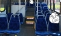 Tuo tarpu autobuse