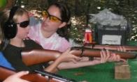 Ir visi sako, kad merginoms nepatinka ginklai.. (17 nuotraukų)