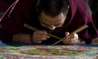 Vienuoliai dažo ant smėlio (11 nuotraukų)