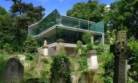 Namas kapinėse