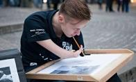 Neįtikėtini vaikino be rankų piešiniai