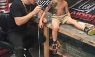 Tatuiruočių meistras padaro staigmeną ligotiems vaikams