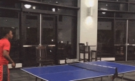 Stalo teniso juokingi GIF'ai