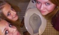 Kodėl merginos fotografuojasi tualetuose? [GALERIJA]