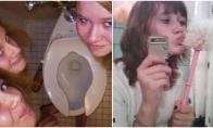 Merginų fotosesijos tualetuose [GALERIJA]