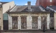Kaimynai galvojo, jog 200 metų senumo name gyvena nepasiturintis vyriškis, kol vieną dieną neužėjo į svečius [GALERIJA]