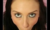 Mylinčios moters žvilgsnis