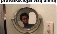 Kai pažiūri į veidrodį