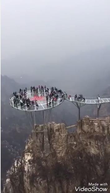 Turistai bijo aukščio