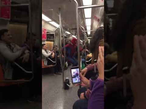 Eilinė diena Niujorko metro