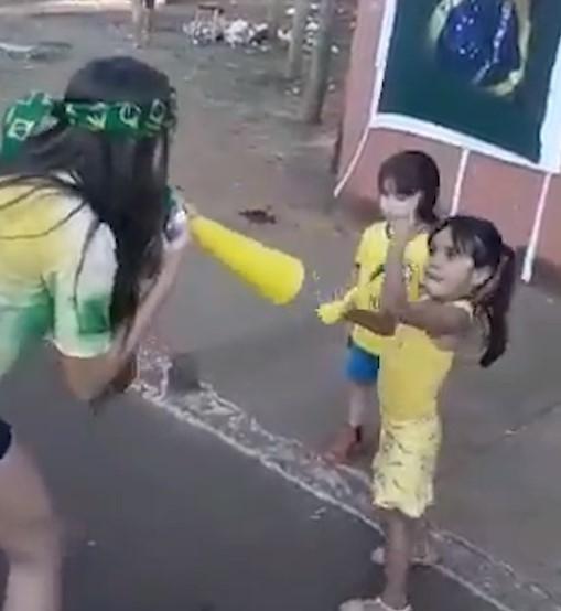 Mergaitė norėjo triukšmauti garsiau