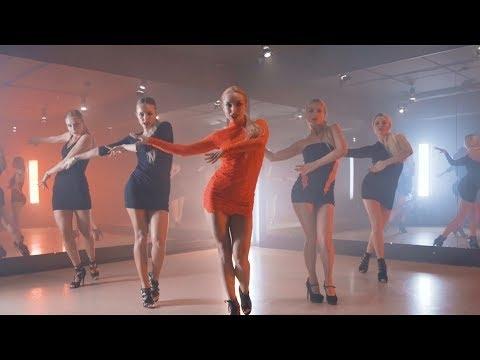 Merginos ir aistringas šokis