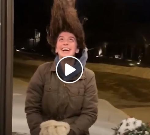 Užšąle merginos plaukai
