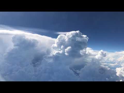 Danguje tarp debesų