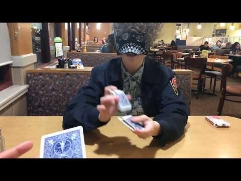Kortų magija užrištomis akimis