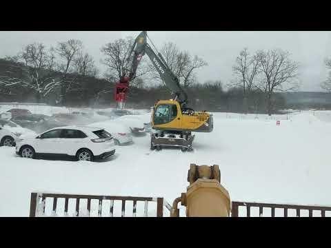 Mašina, nupučianti sniegą nuo automobilių