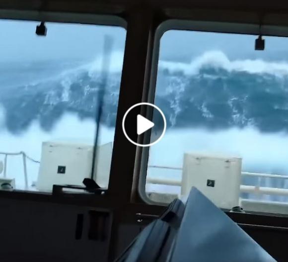 Stipri audra jūroje