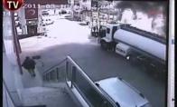 Turkijoje užsidegė benzo vežis