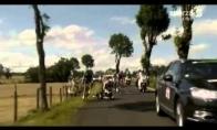 Žurnalistų automobilis numušė Tour de France dviračių lenktynininkus
