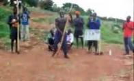 Afrikietiškas šokis ant stulpo