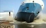 Dideli laivai nuleidžiami ant vandens