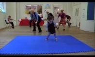 Įkvepiantis mergaitės šokis