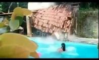 Kaip durniai baseine pliuškenosi