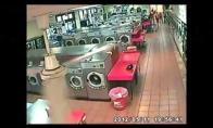Tetis išskalbė vaiką skalbimo mašinoje