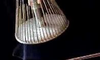 Su šiuo instrumentu kuriami garsai siaubo filmuose