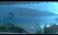 Kas būna, kai žaibas trenkia į ežerą.