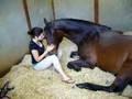 Mergina ir jos geriausias draugas - arklys