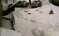 Mergina+automobilis+sniegas=Visiškas feilas
