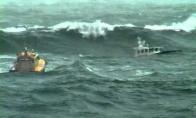 Kietas plaukimas per bangas